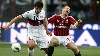 Cassanos (r.) schmerzhaftes Duell mit Genoas Kaladze.