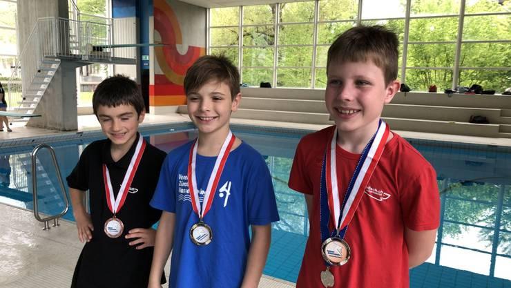 Siegerehrung 1m Brett: 3. Micha Lauper (Aarefisch), 1. Erik Passerone  (Zürcher Wasserspringer), 2. Oliver Giger (Aarefisch), (v.l.n.r.).