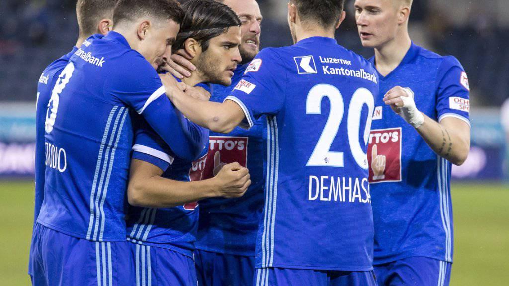 War das der Befreiungsschlag? Luzerns Spieler bejubeln den 3:0-Sieg gegen St. Gallen