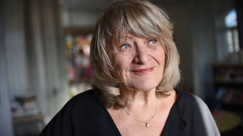 ARCHIV - Alice Schwarzer, Frauenrechtlerin, steht in der Redaktion der Zeitschrift «Emma». Foto: Henning Kaiser/dpa
