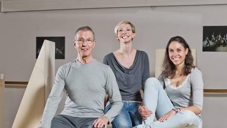 «K.ein Trio»: Der Choreograf Hans Jürg Forrer und die Tänzerinnen Daria Reimann und Anna Axmann.