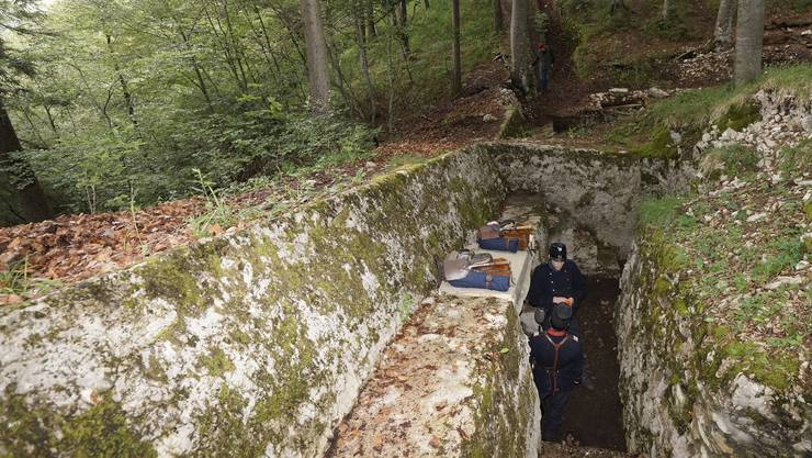 Auch Mitglieder von «Rost & Grünspan» tummeln sich oft in der Fortifikation Hauenstein: Hier stellen sie eine Szene aus dem Ersten Weltkrieg nach.