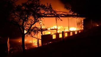 Scheune in Titterten durch nächtlichen Brand komplett zerstört: niemand verletzt