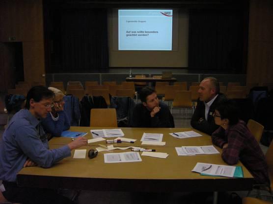 Auf was soll besonders geachtet werden Diskussion mit Michael Ochsenbein (links), Gemeindepräsident von Luterbach
