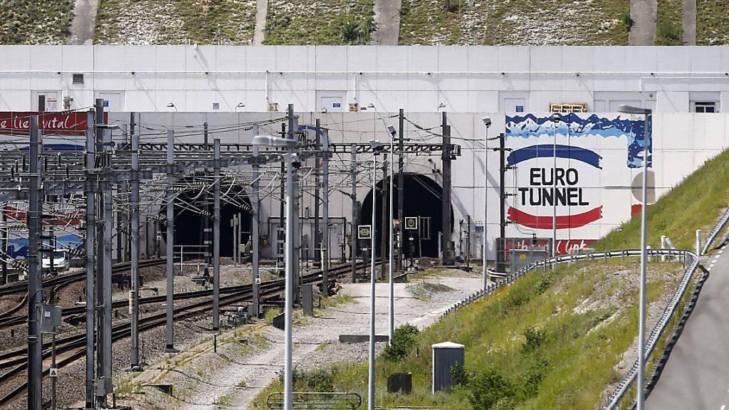 Der Tunneleingang bei Calais, Frankreich.