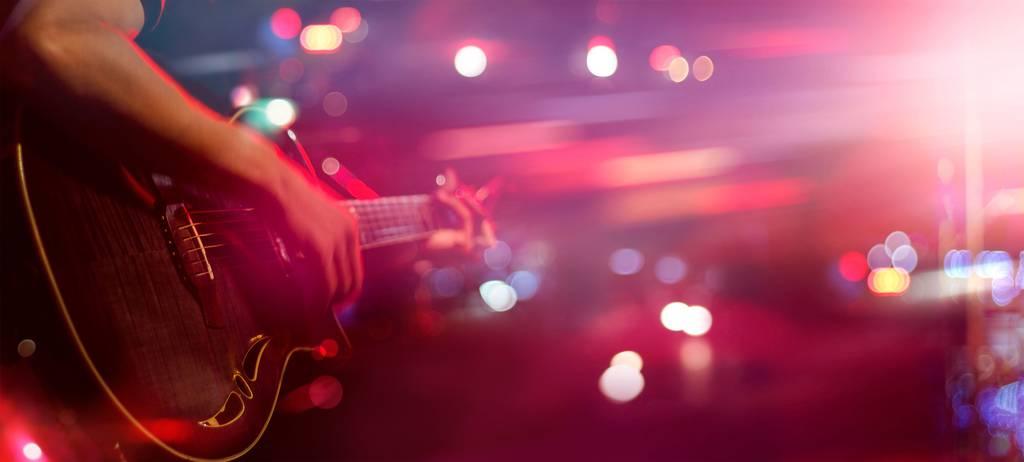 Am Samstag gibt es in sieben Bars in Altstätten Livemusik. Bild: istock