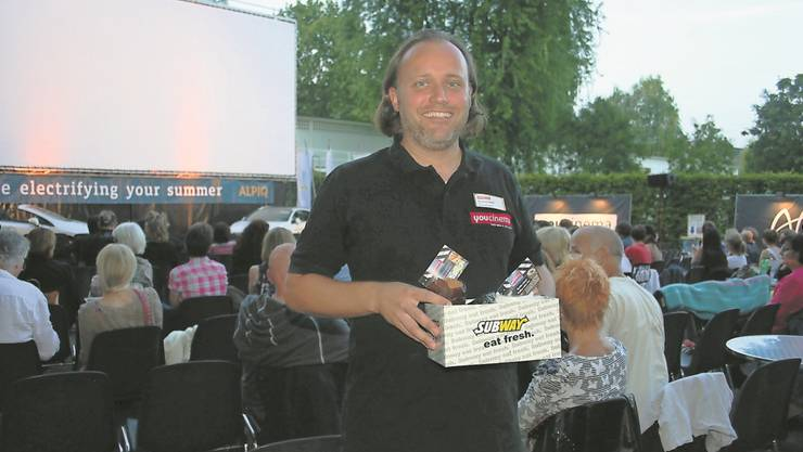 Wenn Regen vorhergesagt wird, gibts bei Kinokoni Konrad Schibli im Openair-Kino ein Schlechtwetterpaket mit Kaffee und Kuchen