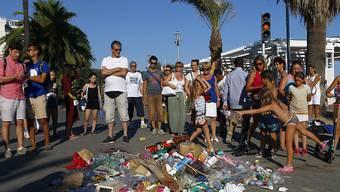 Müll für den Attentäter: So zeigen die Menschen in Nizza ihre Verachtung für den Terroranschlag.