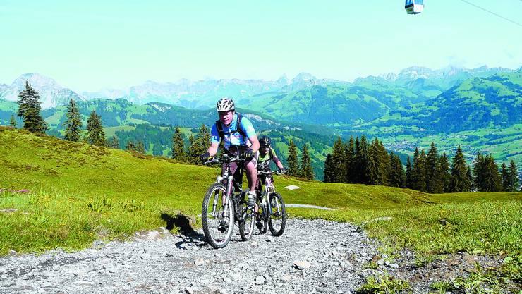 Hochkraxeln: Die grünen Hügel des Saanenlands lassen sich auf dem Mountainbike bestens erkunden.