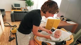 Das Schweizer Parlament diskutiert zurzeit über die Frage, was mit der Mutterschaftsversicherung passiert, wenn eine junge Mutter stirbt. (Symbolbild)