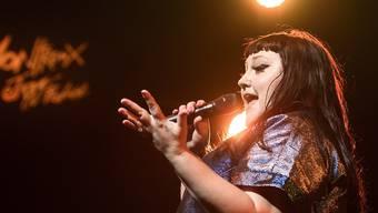 Beth Ditto heizt dem Publikum am Montreux Jazz Festival nicht nur mit ihrer Musik, sondern auch mit ihrer deftigen Sprache ein.