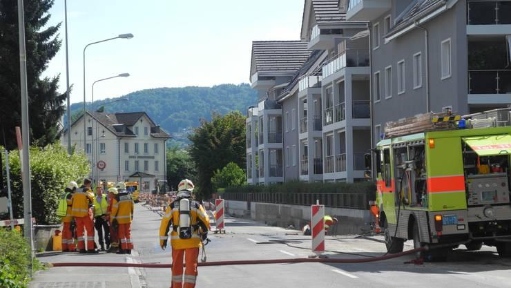 Polizei, Feuerwehr und Krankenwagen mussten ausrücken: Denn an der Fahrweidstrasse schnitt ein Bauarbeiter ein Gasrohr an, Verletzte gab es aber keine.