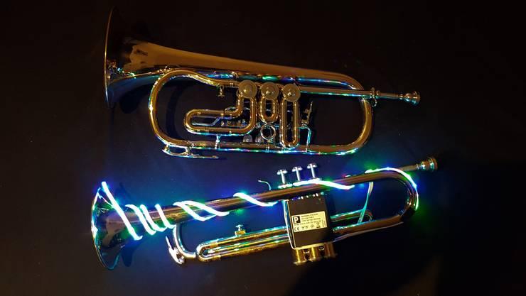 Oben das Flügelhorn, unten die Trompete mit den LED-Lichtern