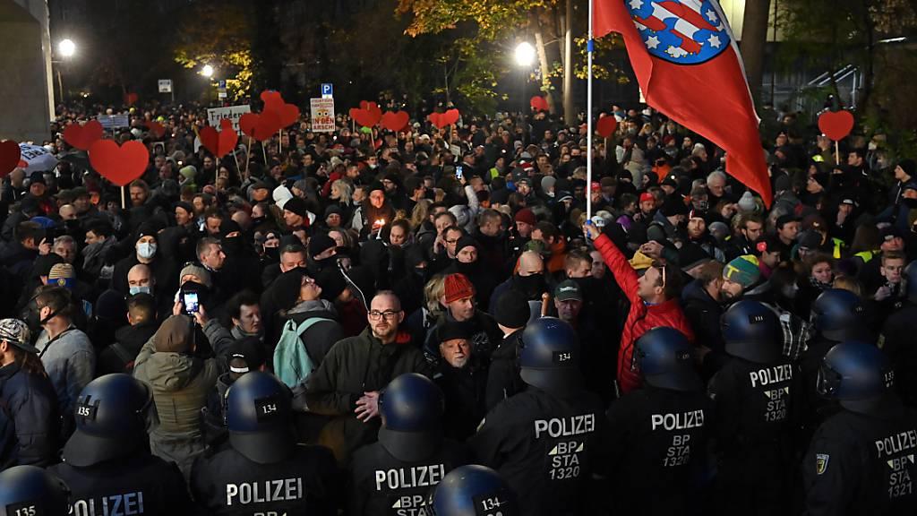Protestzüge gegen Corona-Politik in deutschen Städten
