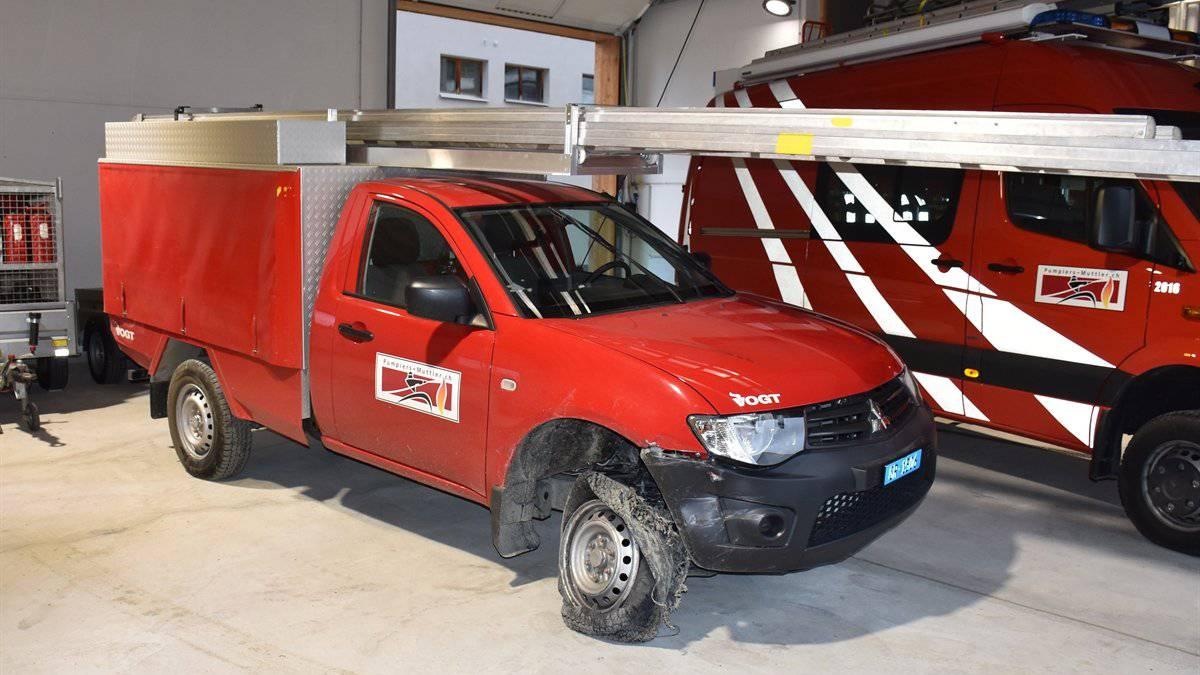 Nach der Spritztour wurde das praktisch nicht mehr fahrbare Feuerwehrauto zurück in die Garage gestellt.