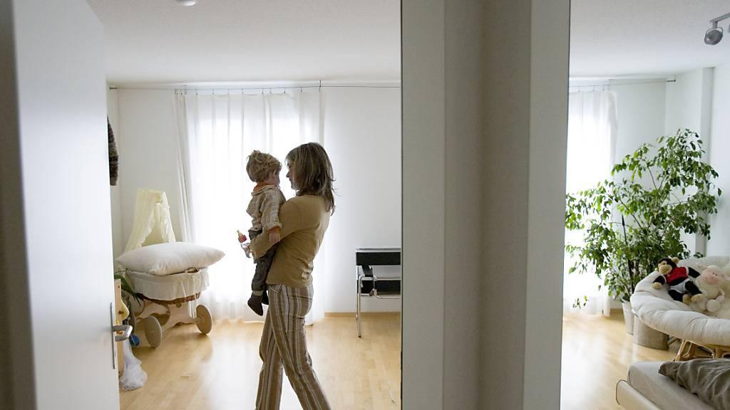 Für viele junge Erwachsene in der Schweiz dürfte der Erwerb eines Eigenheims ein Traum bleiben. Unter anderem sind die Preise für Wohneigentum zu hoch.(Archivbild)