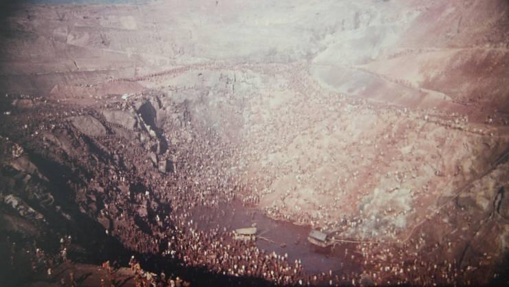 Zwischen 50 000 und einer halben Million Garimpeiros arbeiteten in der Goldgrube in der Serra Pelada. Die Sterblichkeit war sehr hoch.