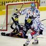 Steve Kellenberger (links) und die Kloten Flyers konnten Lukas Flüeler im Lionstor nicht überwinden. Foto: Keystone