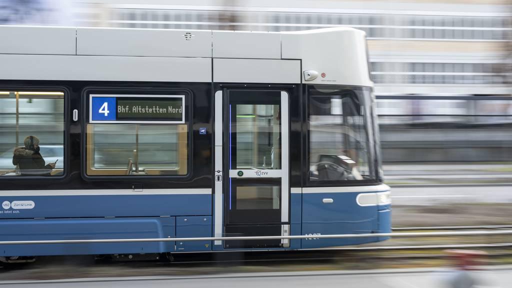 Toter fährt sechs Stunden im Tram – niemand merkts