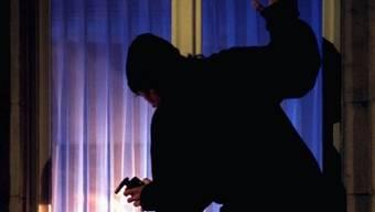 Ein Einbrecher (Symbolbild).