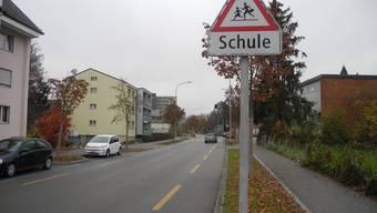 Zur Erhöhung der Sicherheit und der Lebensqualität soll das Tempo auf der Schöneggstrasse reduziert werden, forder SP-Gemeinderat Manuel Peer.