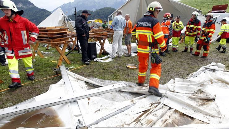 Verwüstetes Zelt am Altwegschwinget in Ennetmoos NW