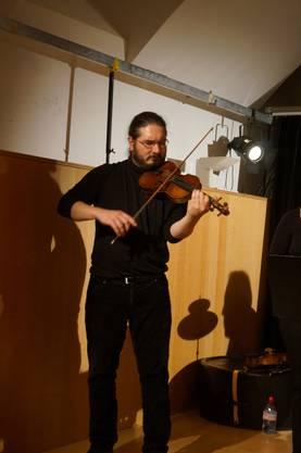 Violinist und Violaspieler Adrian Häusler, der auch Musiklehrer an der Musikschule Dietikon ist