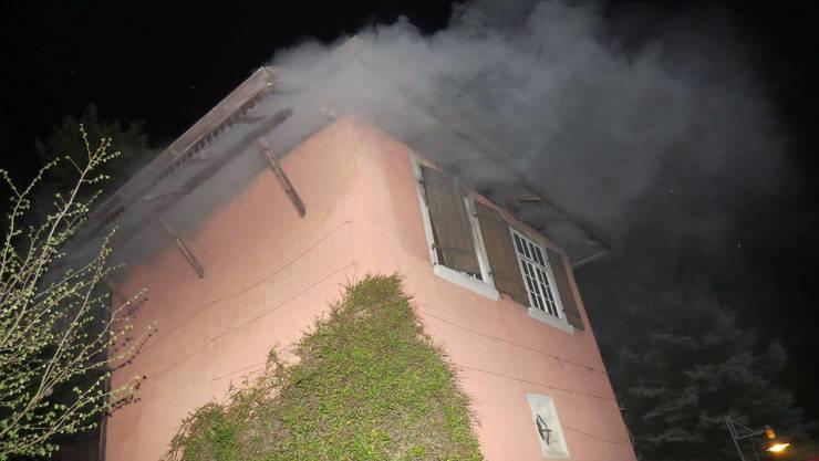 Am Samstagabend brannte es in einem Haus am Schlossbergweg in Baden.