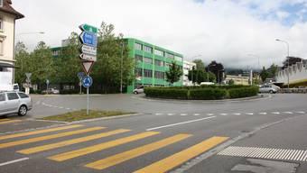Der grüne Trakt und das hintere Gebäude des Sauser-Areals sollen weichen.