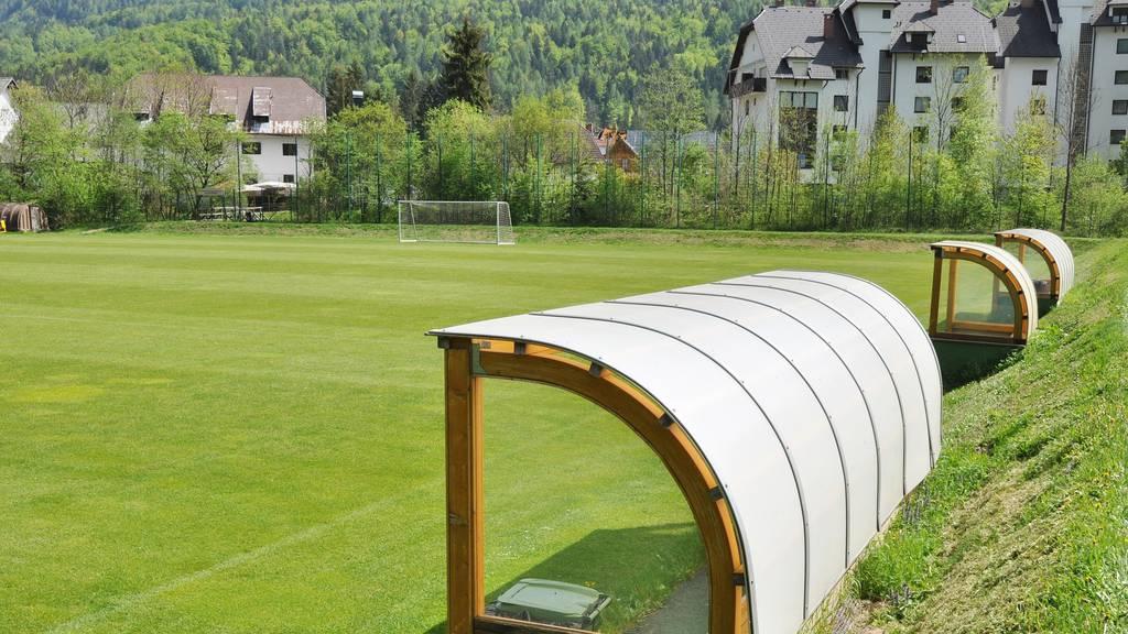 Einige Zentralschweizer Fussballplätze werden am Wochenende Coronabedingt leer bleiben.