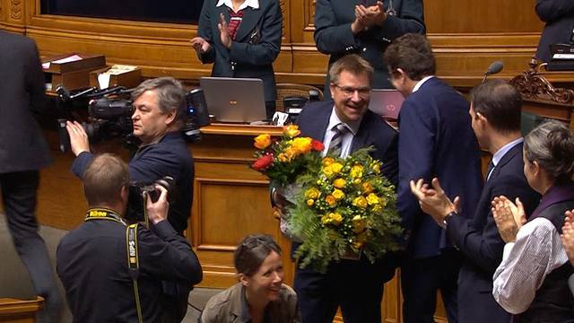 Hier wird Toni Brunner im Nationalrat verabschiedet