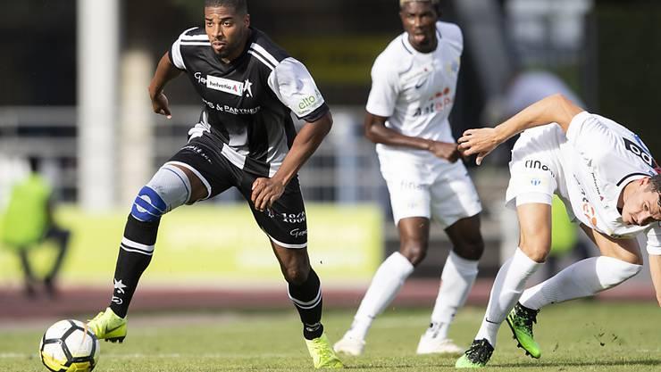 Deny Gomes von den Black Stars (links) gegen Verteidiger Nathan, den Siegestorschützen des FCZ