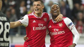 Granit Xhaka hier mit Joe Willock