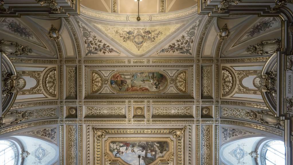 Erstrahlt in alter Pracht: Teil der Decke in der Tonhalle Zürich nach drei Jahren Renovationsarbeiten.