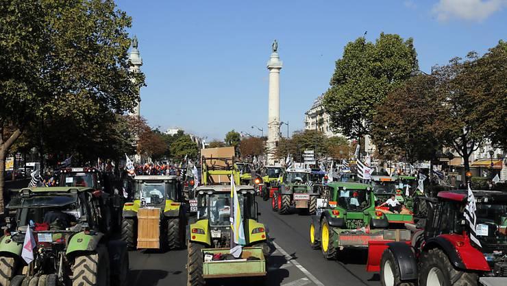 Bauern protestieren in Paris mit ihren Traktoren gegen die Krise in der französischen Landwirtschaft