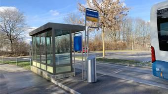Wieder intakt: Das Wartehäuschen der Haltestelle Stadthalle Ost in Dietikon.