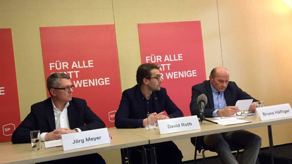 """""""Ende einer Tragödie"""": Vertreter der SP Luzern präsentieren das Bundesgerichtsurteil zur Prämienverbilligung."""