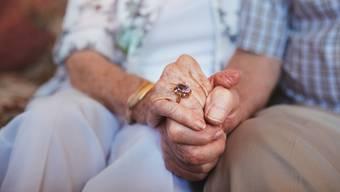«Es ist einfach so viel Liebe»: Annemarie Rothenbühler, Demenzberaterin von Alzheimer Aargau, sagt, was    Partner erkrankten Liebsten gäben, könne man kaum in Worte fassen.