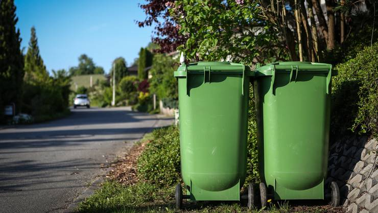 «Grüngut ist nur grün gut»: Unter diesem Motto finden Anstrengungen statt, den Anteil der Fremdstoffe wie Plastikverpackungen im Grüngut zu reduzieren.