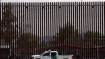 Das Oberste Gericht der USA hat am Freitagabend den Weg für die Verwendung von Geldern aus dem Verteidigungshaushalt zum Bau einer Mauer an der Grenze zu Mexiko freigemacht. (Archivbild)