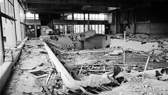 Das Hallenbad Uster wenige Tage nach dem Einsturz der Decke: Zwölf Menschen verloren beim Unglück im Mai 1985 ihr Leben. (Archiv)