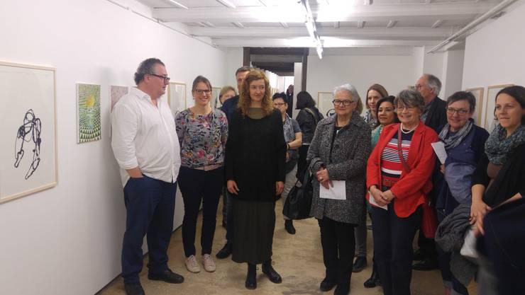 Pavel Schmidt, Tina Berger und Verena Baumann mit den Mitgliedern der Volkshochschule Thal