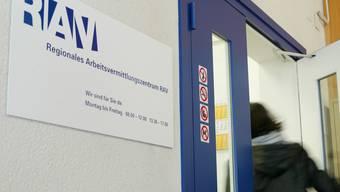 Bei den sechs Regionalen Arbeitsvermittlungszentren (RAV) und der Pforte Arbeitsmarkt waren Ende Januar 1182 offene Stellen gemeldet. (Archivbild)