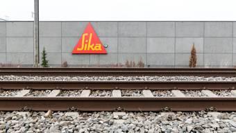 Die Sika-Gründerfamilie will verkaufen und überrumpelte damit die Konzernleitung, der Verwaltungsrat wehrt sich. Wohin geht die Fahrt?Christian Beutler/Keystone