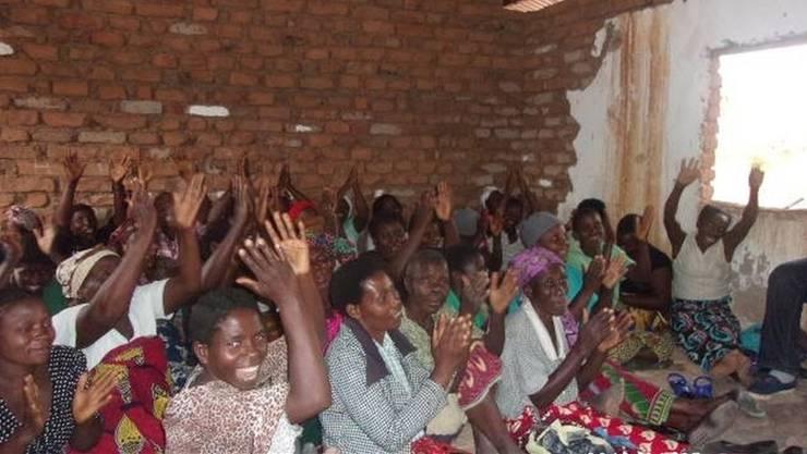 Die Menschen in Malawi freuen sich über die Hilfe aus der Kanti Wohlen. zvg