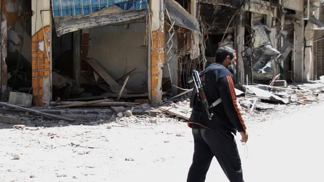 Ein Kämpfer der Freien Syrischen Armee in Homs (Archiv)