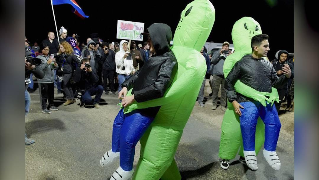 """Alien-Fans wollen das militärische Sperrgebiet """"Area 51"""" stürmen"""