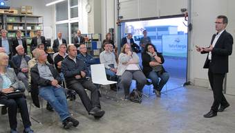 Christian Bersier erläuterte den Anwesenden die sogenannte Power-to-Liquid-Anlage, die bis in einem Jahr in Laufenburg stehen soll. ach