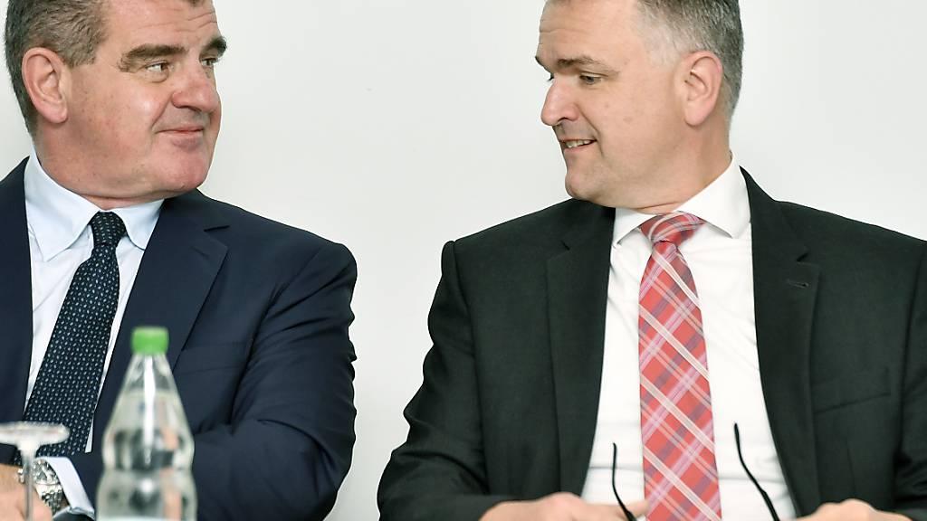 Stadler-Rail-Patron und Verwaltungsratspräsident Peter Spuhler (links) übernimmt per sofort auch die CEO-Funktion, weil der Bisherige, Thomas Ahlburg (rechts), geht.