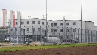 Die Strafanstalt Bässlergut verlängert die Besuchszeiten von einer auf zwei Stunden pro Woche für die Inhaftierten.